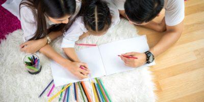 Mit einem Malbuch für Kinder lässt es sich prima entspannen