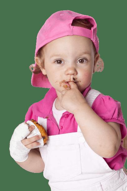Eine Verletzung an der Hand erfordert die Erste Hilfe am Kind