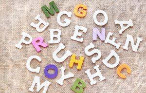 Mit Holzbuchstaben Kinderzimmer Tür beschriften