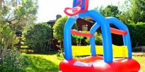 Die Kinder Hüpfburg passt in klein in fast jeden Garten