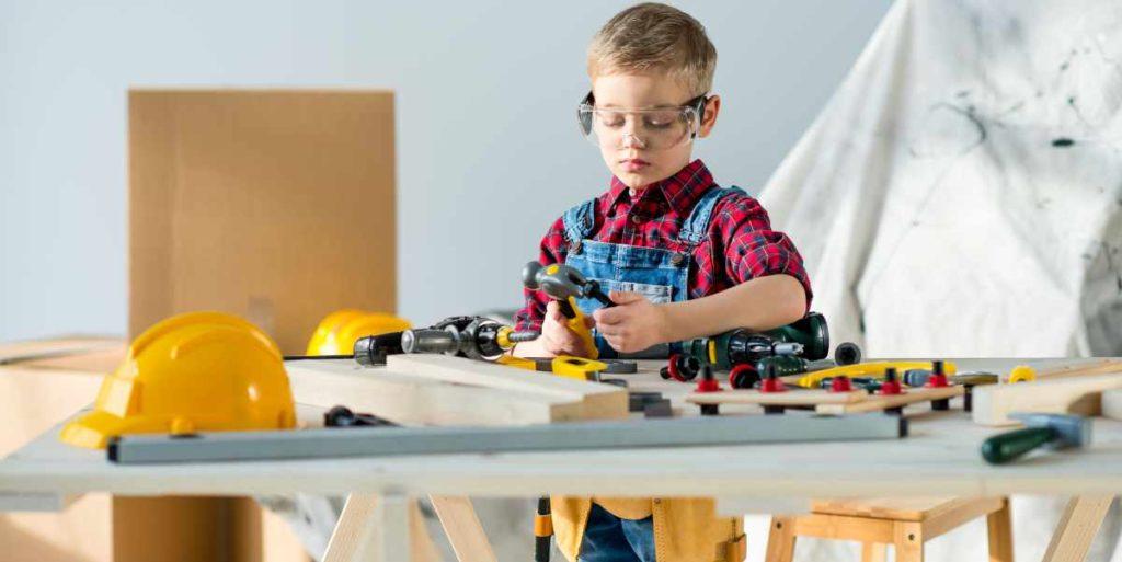 Mit einer Kinder Werkbank können schon die jüngsten zum Heimwerker werden
