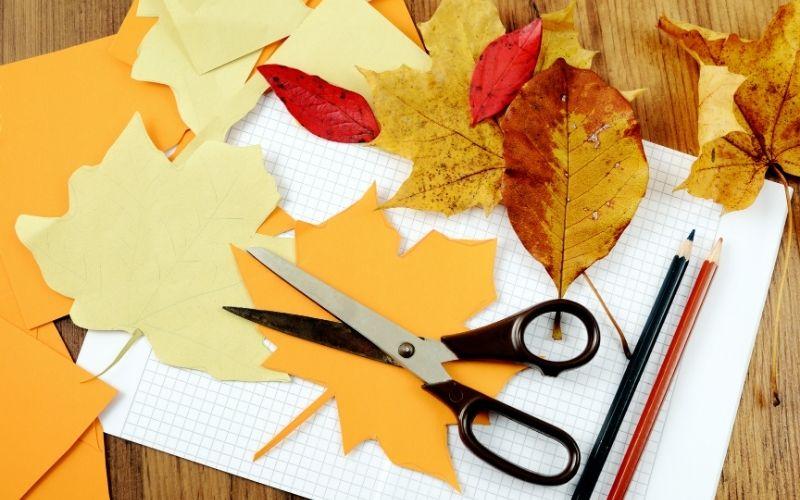 Herbst Aktivität mit Kindern Basteln mit Blättern