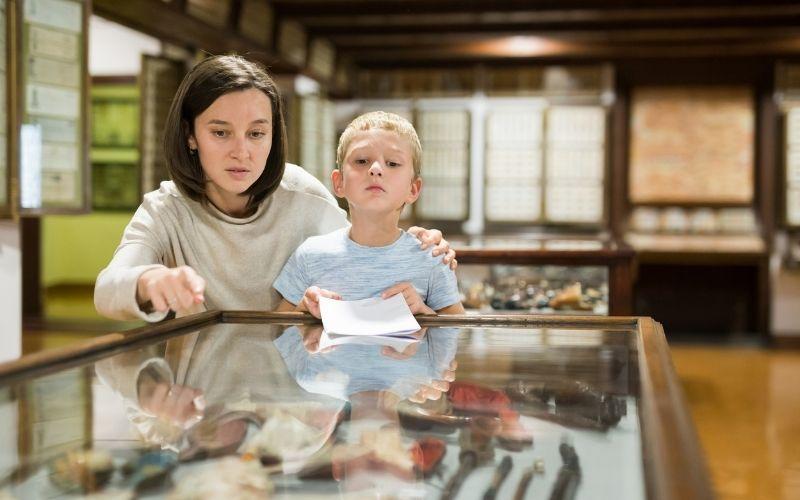 Herbst Aktivität mit Kindern Besuch Museum