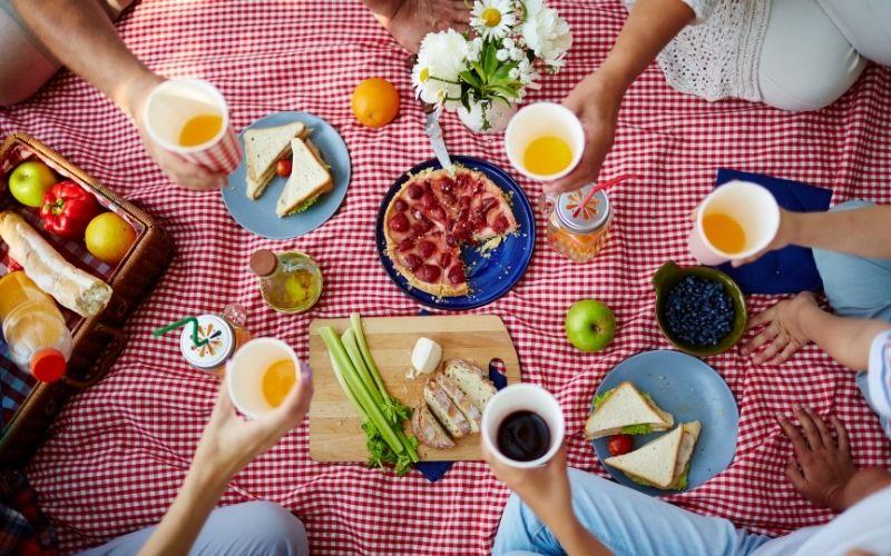 Herbst Aktivität mit Kindern Indoor Picknick