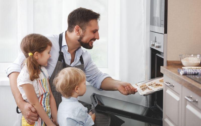 Herbst Aktivität mit Kindern Kekse backen