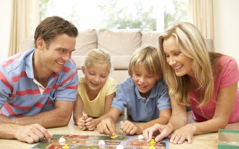 Herbst Aktivität mit Kindern Spielenachmittag