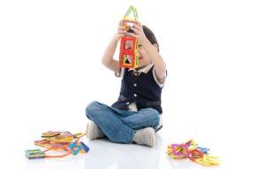 Magnetische Bausteine fördern die Feinmotorik und Kreativität von Kindern