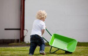 Die besten Kinderschubkarren für den Garten