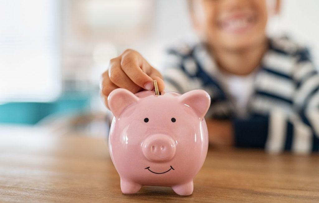 Taschengeld für Kinder landet in Spardose