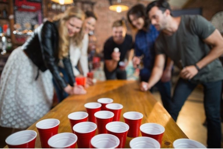 Bierpong Becher auf einer Party