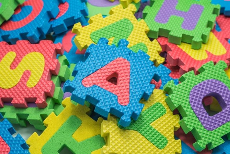 Puzzlematten mit Buchstaben und Zahlen